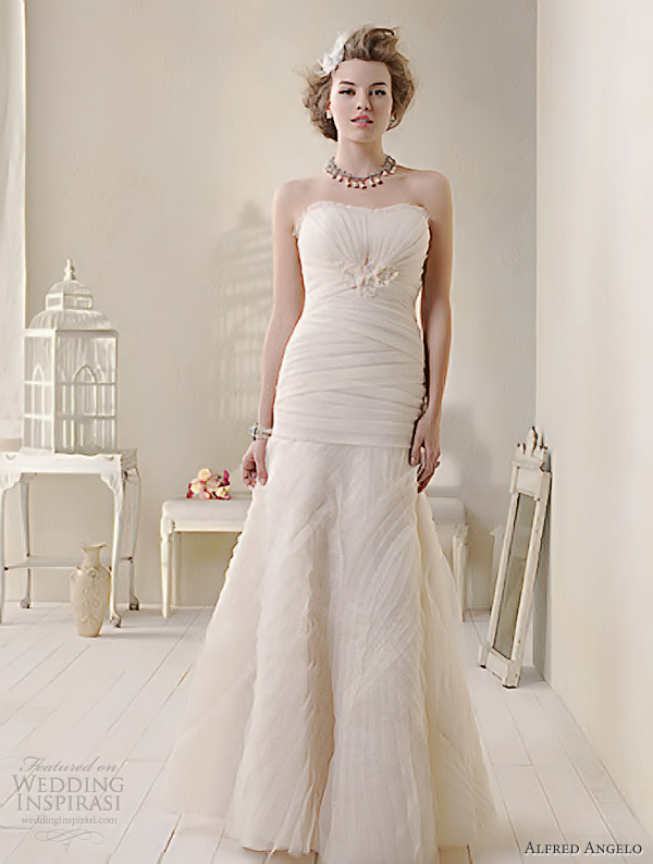 Alfred Angelo Modern Vintage Bridal Strapless Wedding Dress 8508