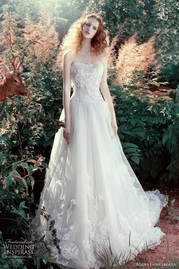 Alena goretskaya wedding dresses 2013 wedding inspirasi for Romantic ethereal wedding dresses
