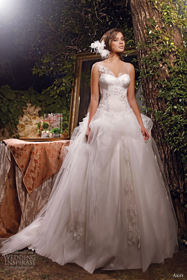 akay wedding dresses 2013 wedding inspirasi. Black Bedroom Furniture Sets. Home Design Ideas