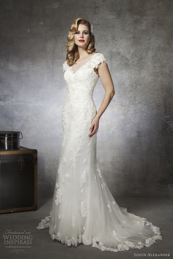 ... -length sleeveless tulle ball gown with beaded Chantilly lace bodice