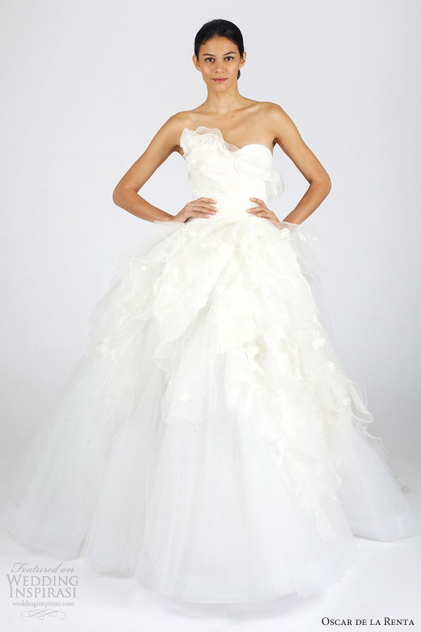 Oscar de la renta bridal fall 2013 wedding dresses for Where to buy oscar de la renta wedding dress
