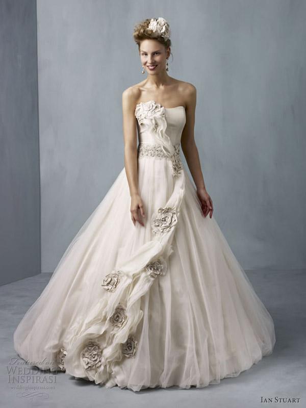 ian stuart vestidos de noiva 2013 cassiopeia taupe bola vestido sem alças