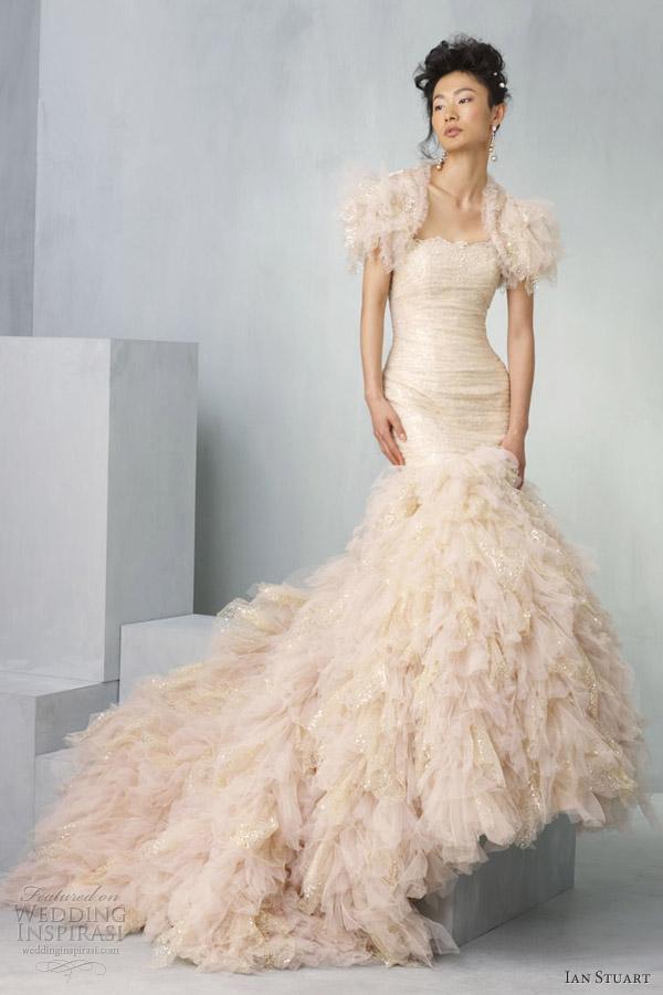 ian stuart vestidos de noiva 2013 labirinto pêssego ouro sereia casamento vestido plissado