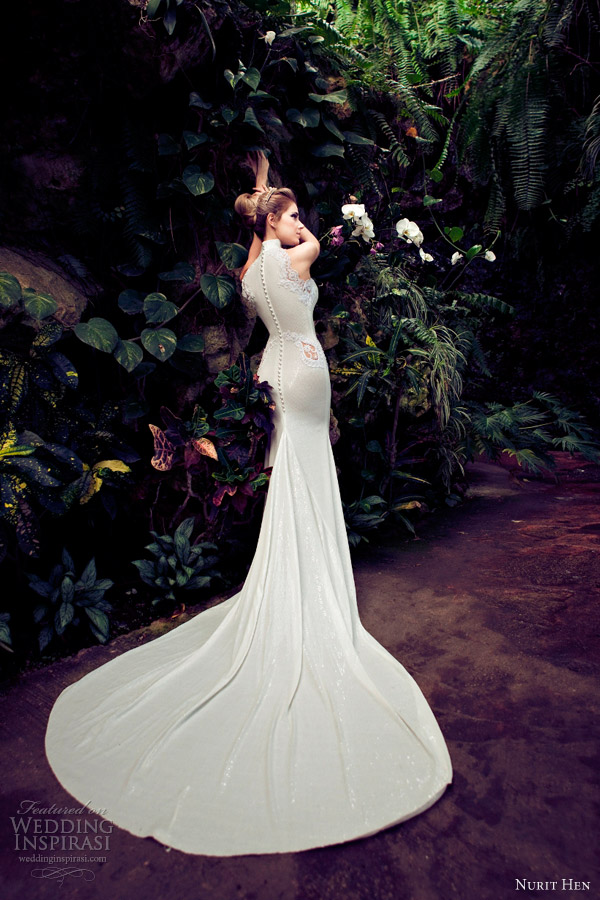 Nurit hen wedding dresses 2013 wedding inspirasi page 2 for Around the neck wedding dresses