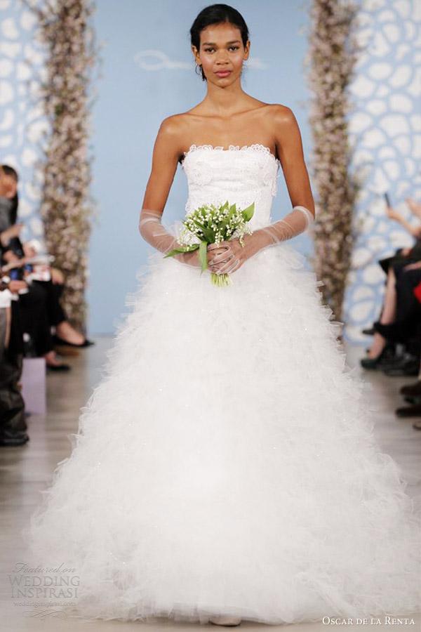 Oscar de la Renta nupcial 2014 strapless bola vestido de casamento vestido