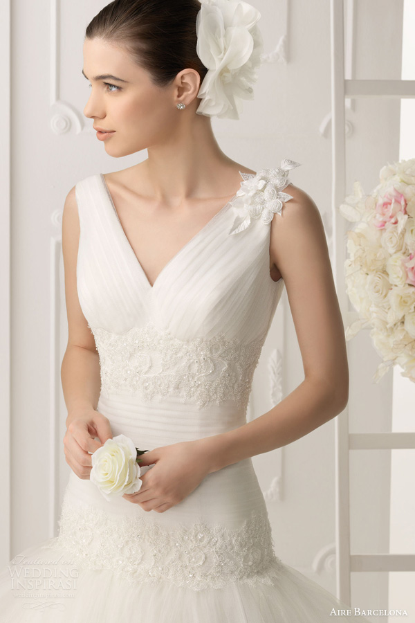 aire barcelona 2014 oboe sleeveless drop waist wedding dress close up