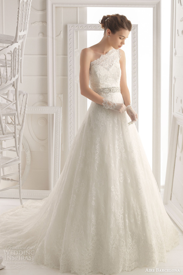 Aire barcelona 2014 bridal collection lace wedding for Lace one shoulder wedding dress