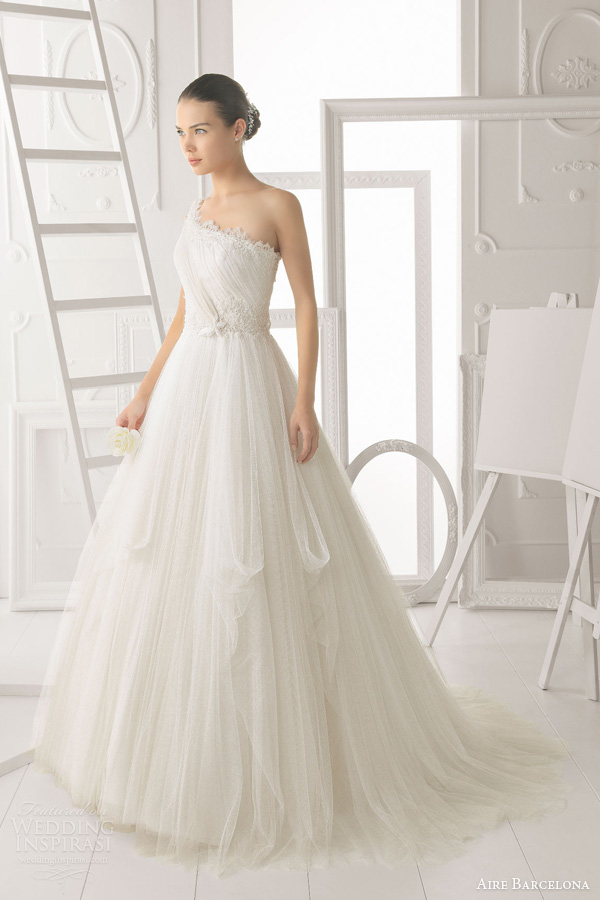 aire barcelona bridal 2014 obsesion one shoulder wedding dress