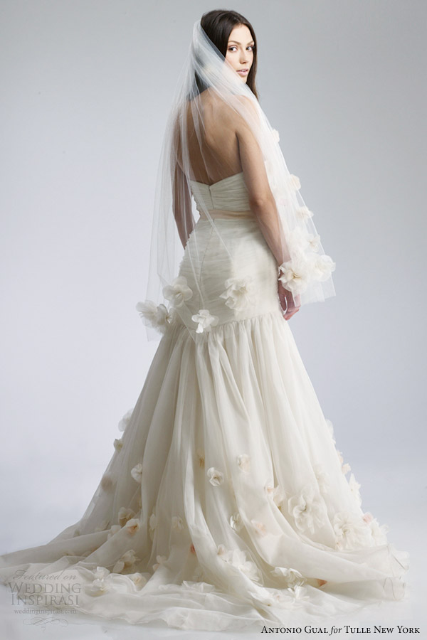 Wedding dresses for rental in new york for Wedding dress shops york