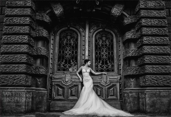 galia Lahav 2014 verdadeira noiva sessão de fotos porta preto branco