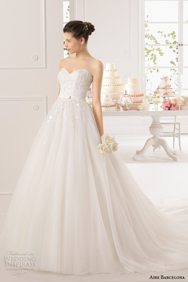 aire barcelona 2015 bridal alejo strapless sweetheart ball gown wedding dress