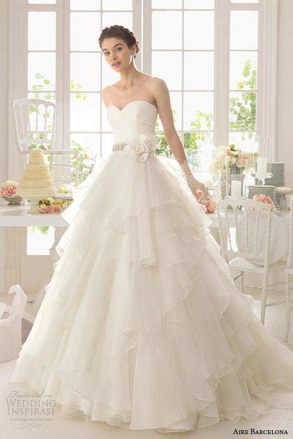 aire barcelona 2015 bridal aneto beautiful strapless wedding dress tiered skirt