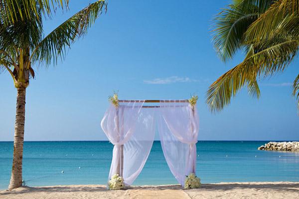 romantic beach wedding setup hotel riu palace jamaica weddings by funjet