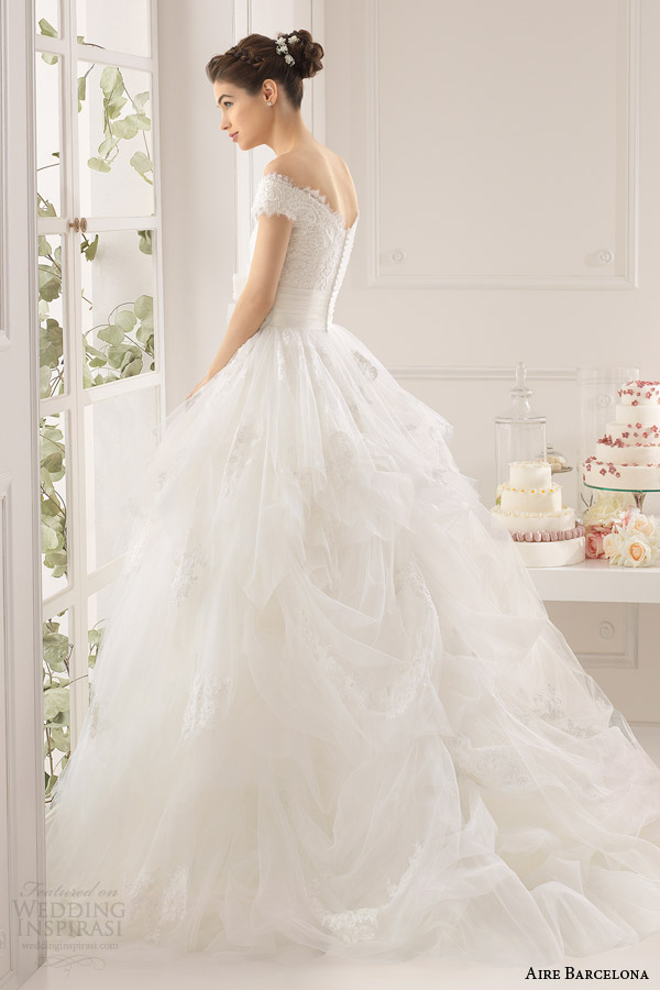 aire barcelona 2015 anabel sleeveless lace neckline ball gown side view gathered skirt
