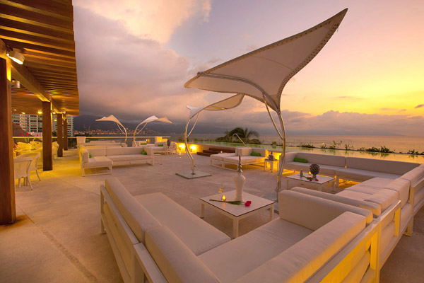 hilton puerto vallarta o west lounge at sunset