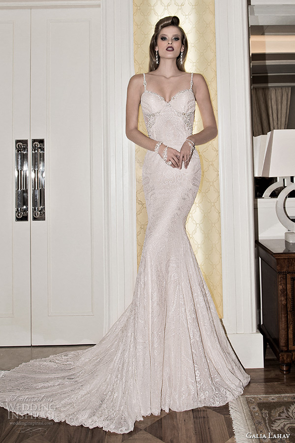 Low cut back lace wedding dresses the for Low cut back wedding dress