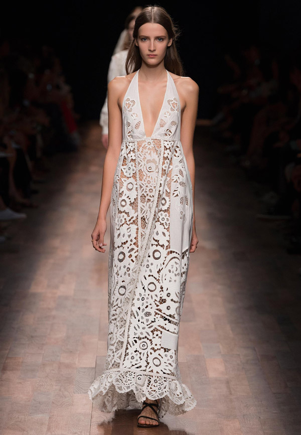 valentino spring 2015 ready to wear sleeveless guipure or crochet lace white gown