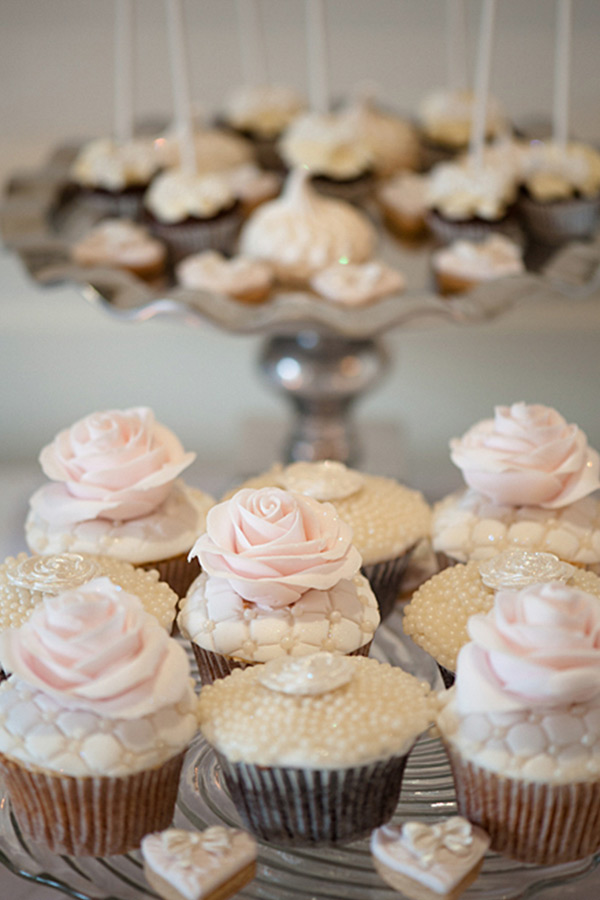 wedding cupcakes pastel pink vintage colors london wedding