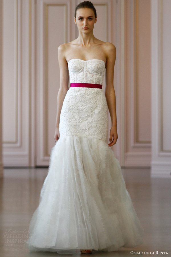 oscar de la renta bridal spring 2016 strapless wedding dress in corded macrame frayed lace organza skirt