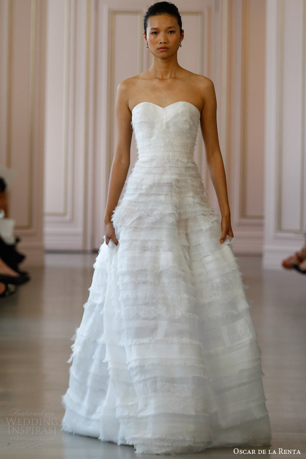 oscar de la renta spring 2016 bridal strapless lace organza tiered ball gown wedding dress