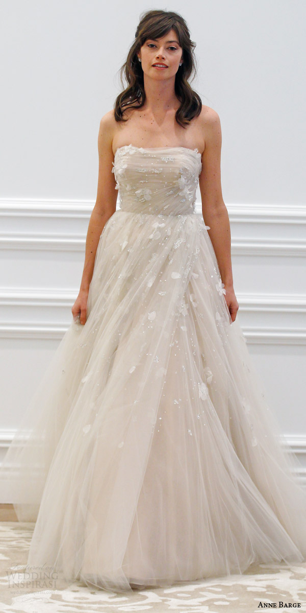 anne barge spring 2016 couture bridal tuileries strapless ball gown wedding dress draped tulle three dimensional beading embroidery runway