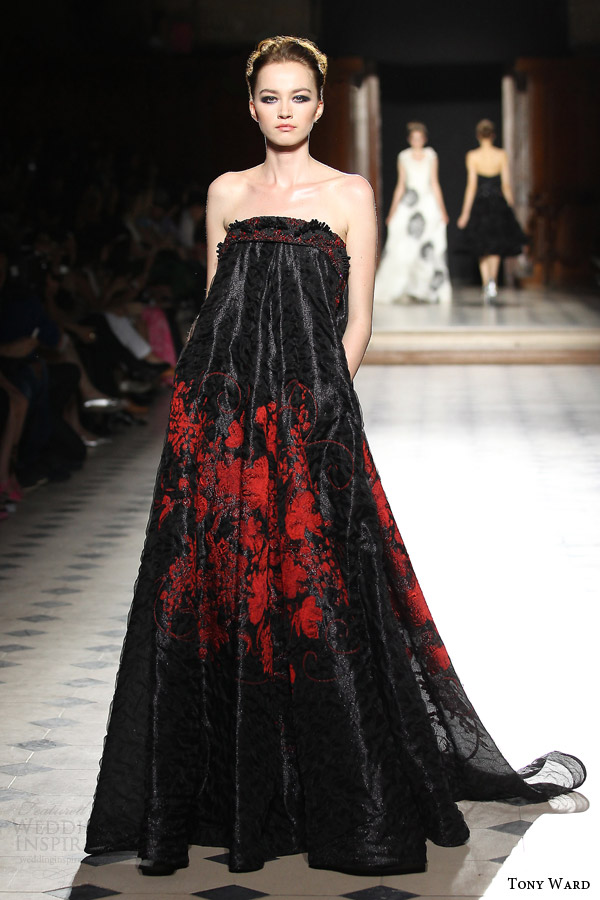 tony ward couture fall winter 2015 2016 look 27 strapless red black haute couture gown