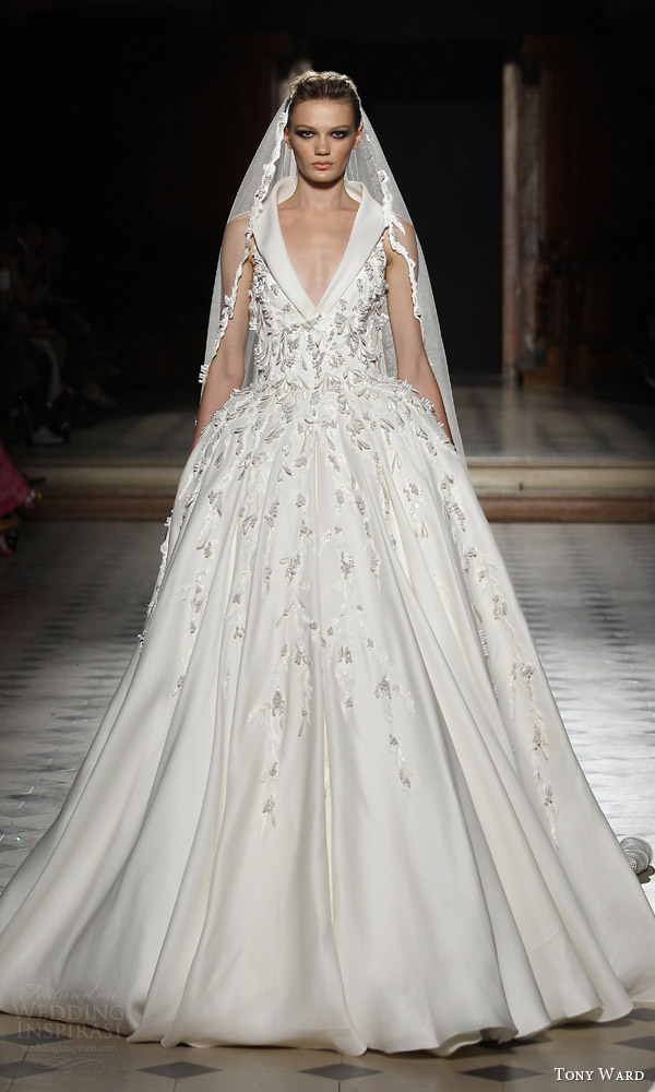 tony ward couture fall winter 2015 2016 look 39 sleeveless ball gown wedding dress v neck collar applique