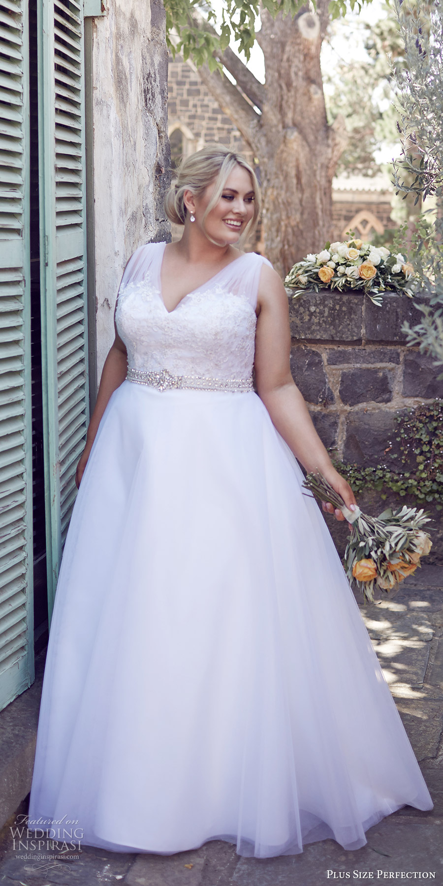 Plus size perfection wedding dresses it s a love story for Lace wedding dresses plus size