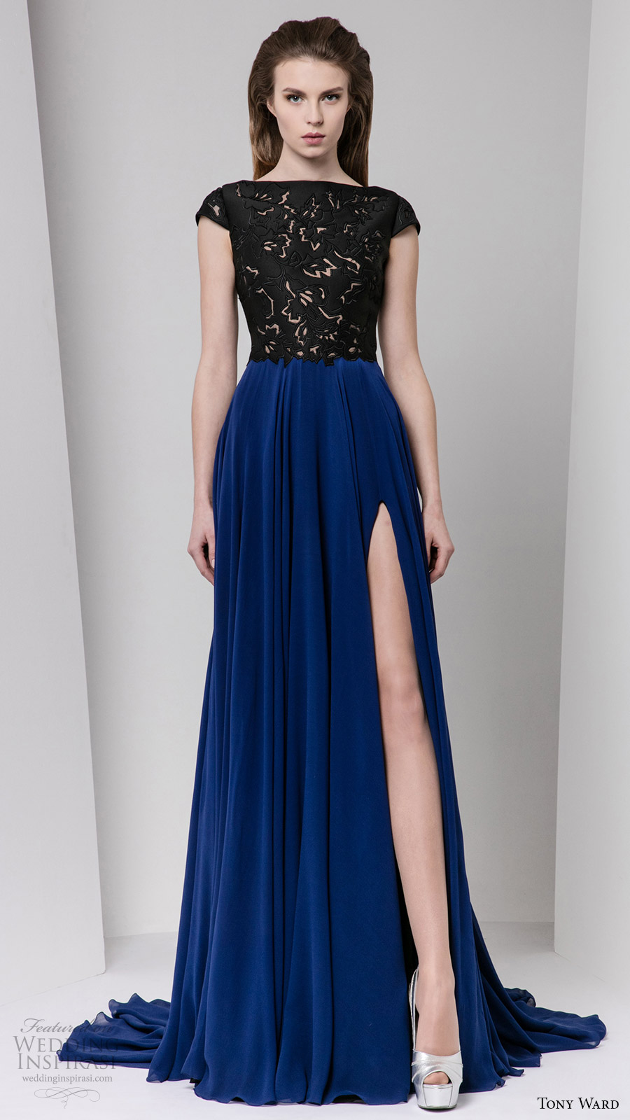 tony ward fall winter 2016 2017 rtw cap sleeves bateau neckline a line evening dress black bodice blue skirt slit