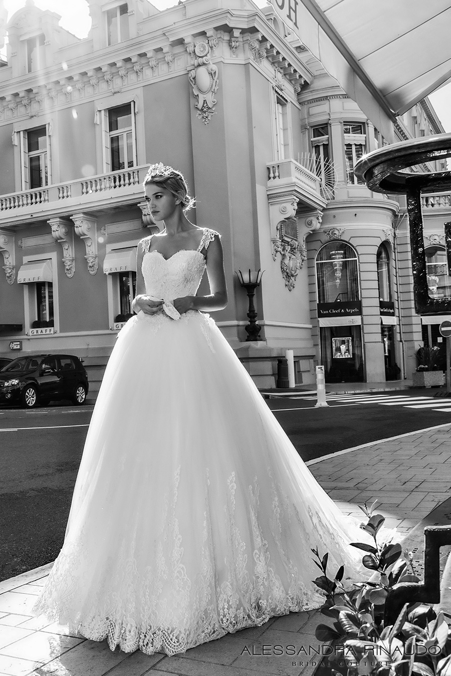 Luxury Glitter Tulle Lace Ball Gown Wedding Dresses High Quality V