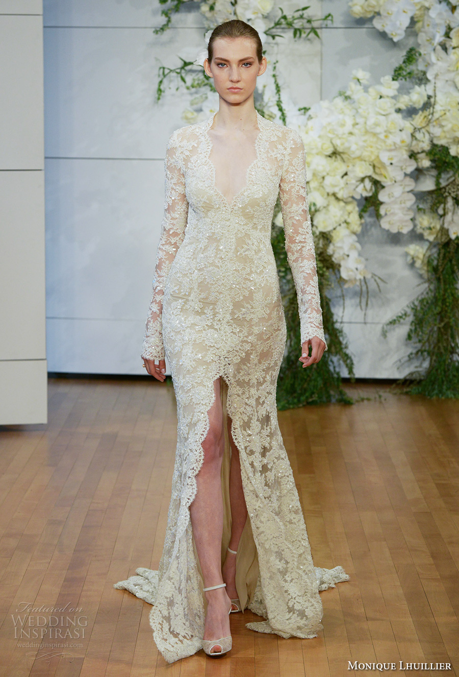 monique lhuillier spring 2018 bridal long sleeves halter neck deep v neck full embellishment lace gold middle slit keyhole back chapel train (faith) mv