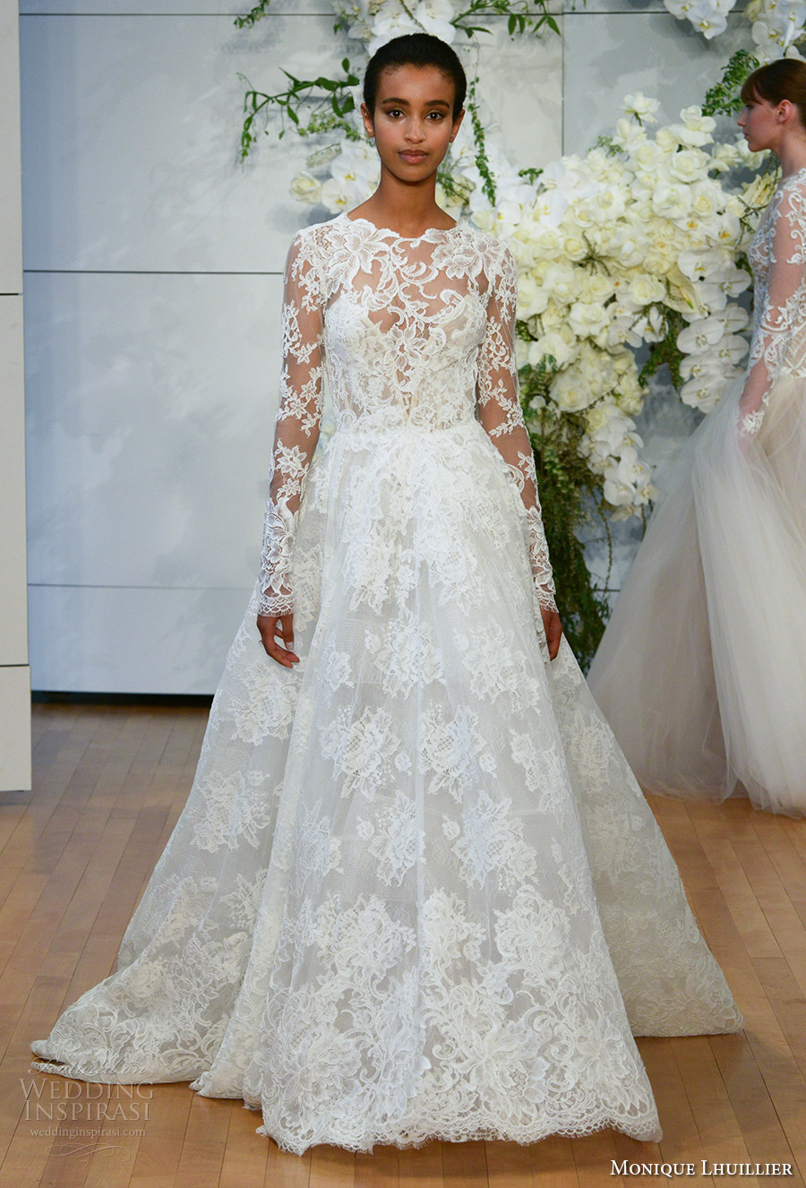 Monique lhuillier spring 2018 wedding dresses new york for Price of monique lhuillier wedding dresses