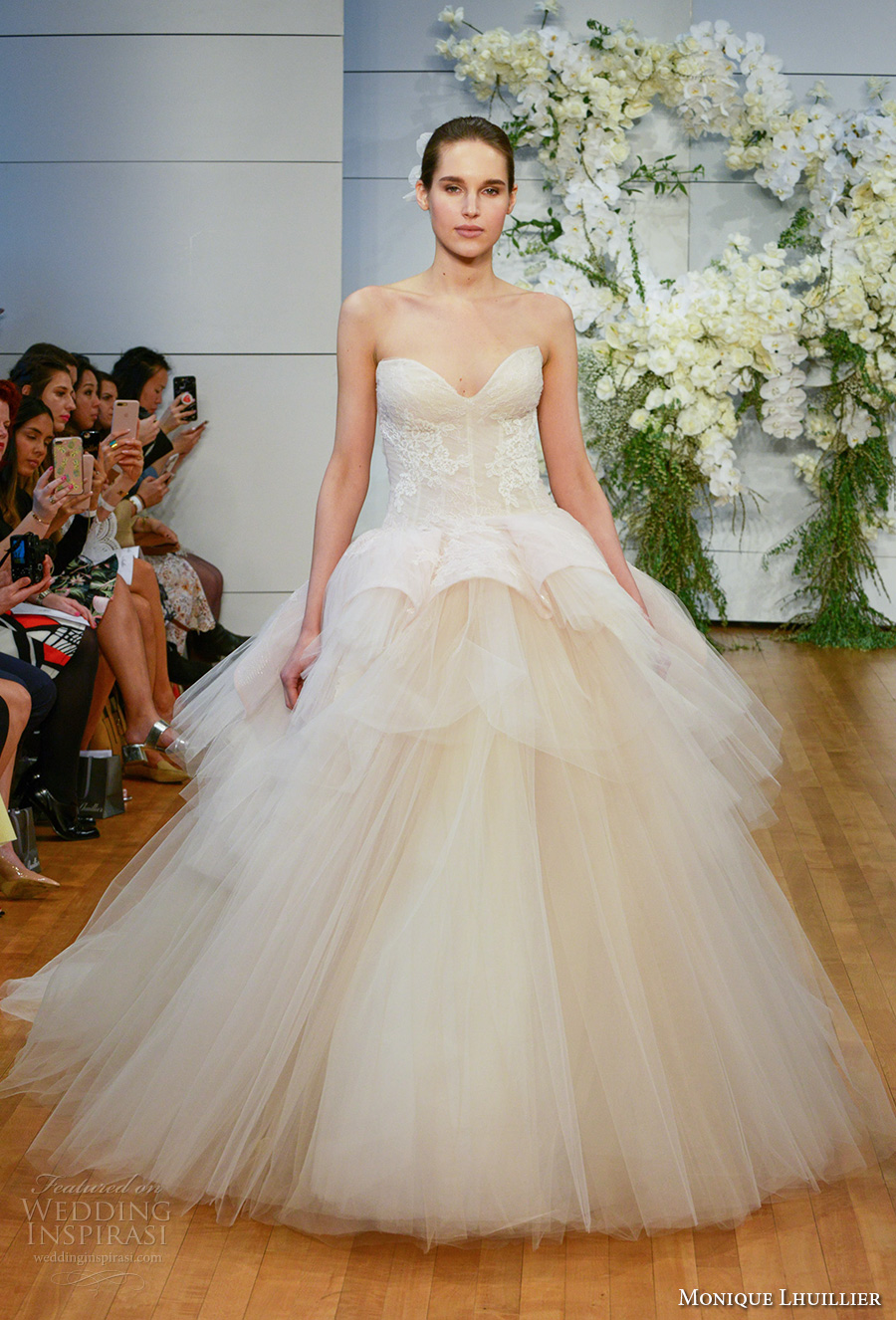 monique lhuillier spring 2018 bridal strapless sweetheart neckline lightly embellished bodice tulle skirt champagne color ball gown wedding dress chapel train (fleur) mv