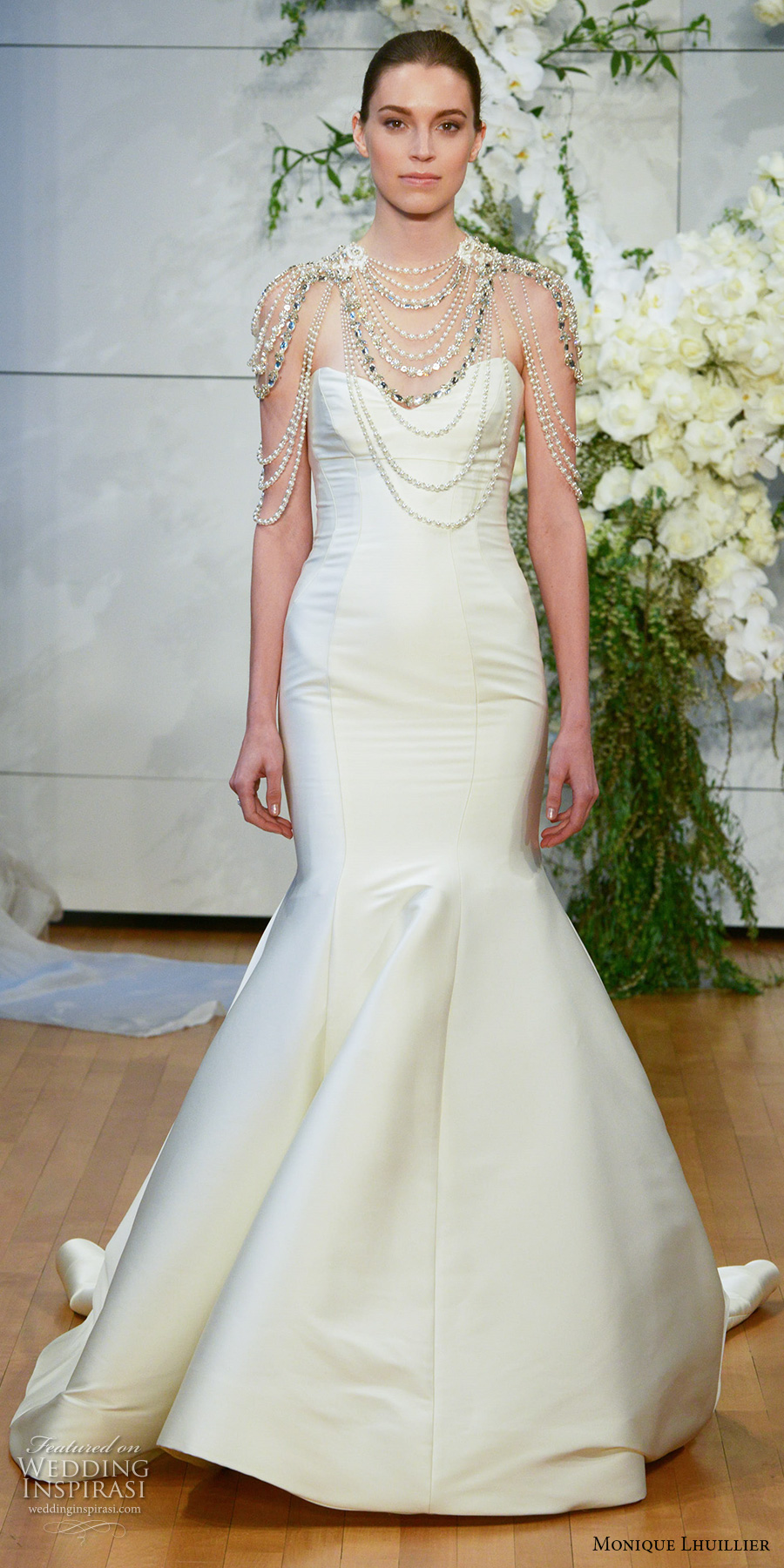 monique lhuillier spring 2018 bridal strapless sweetheart neckline simple clean mermaid wedding dress chapel train (divine) mv