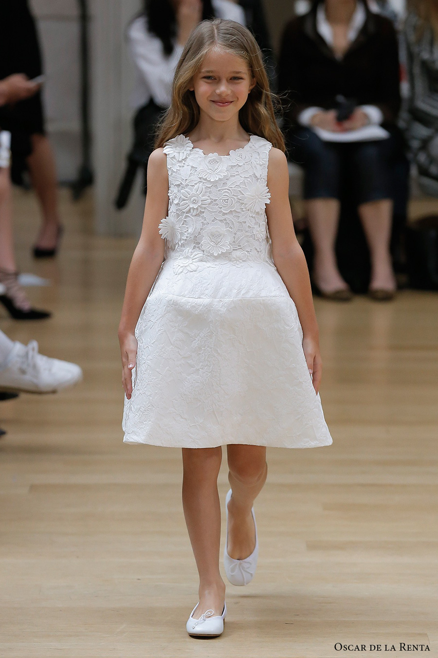 oscar de la renta spring 2018 bridal pretty flower girl dress (107) mv