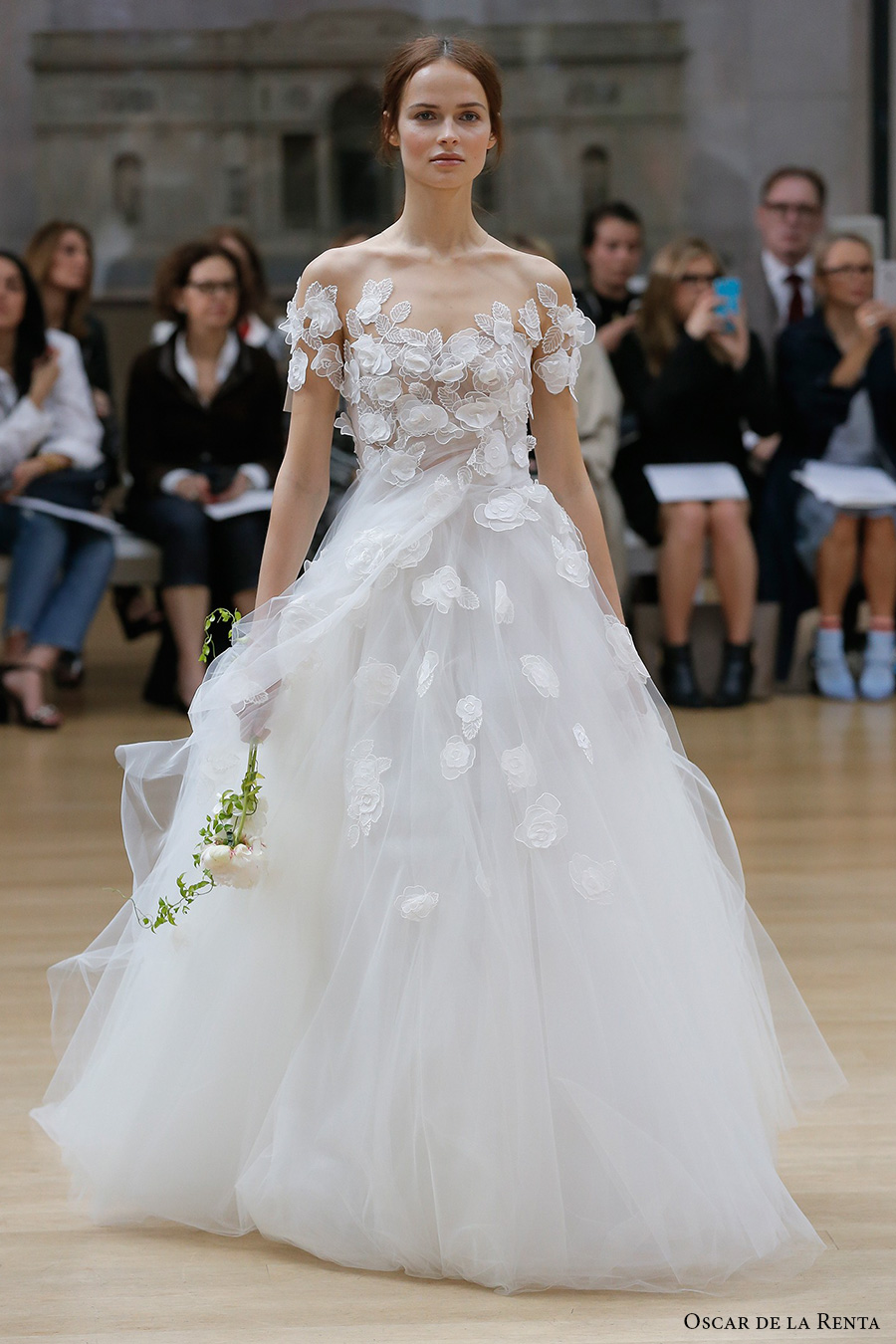 Oscar de la renta spring 2018 wedding dresses new york for Oscar de la renta short wedding dress