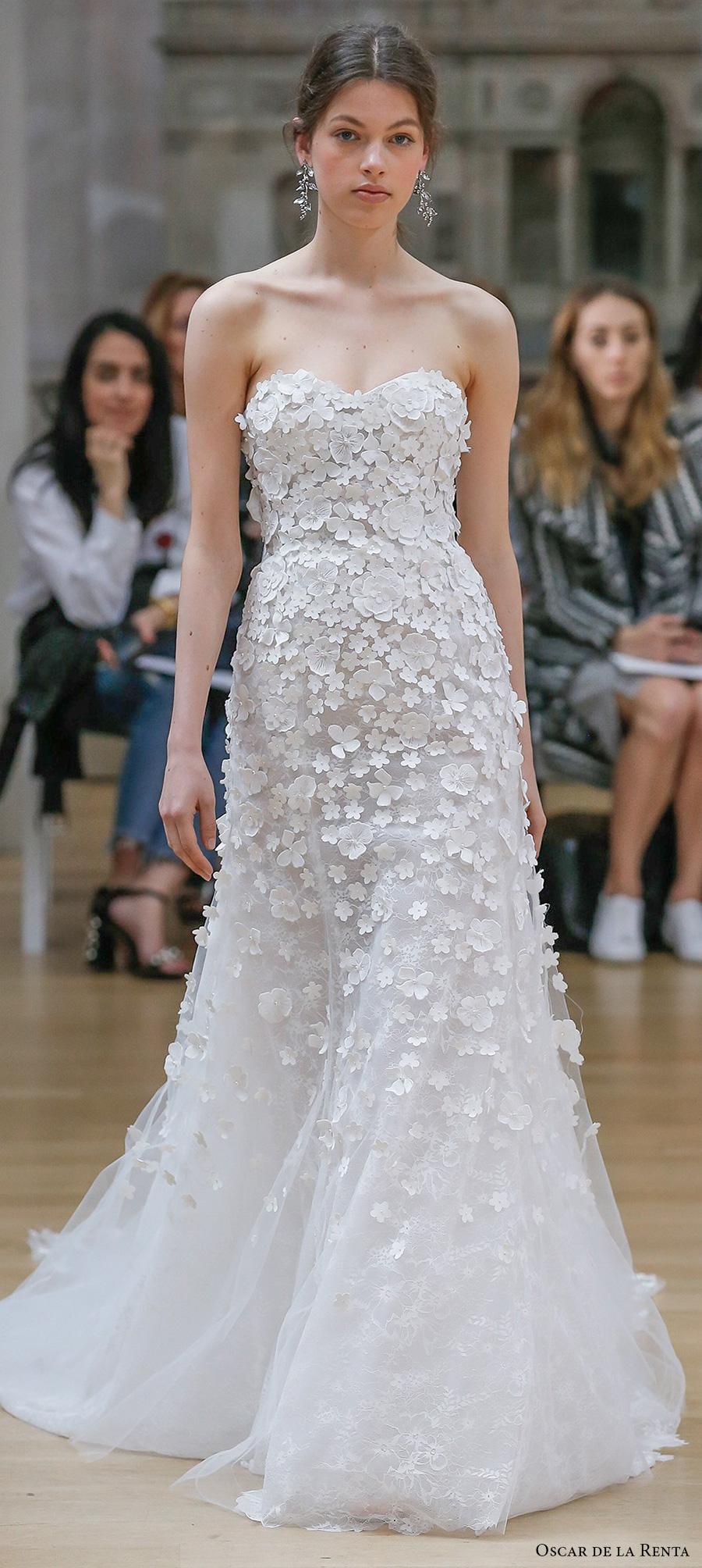 Oscar De La A Spring 2018 Bridal Strapless Sweetheart Neckline Heavily Embellished Bodice Line