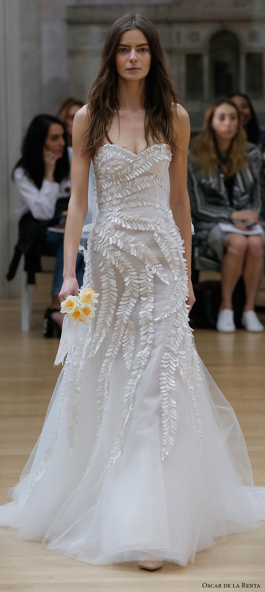 oscar de la renta spring 2018 bridal strapless sweetheart neckline heavily embellished bodice romantic elegant a  line wedding dress chapel train (18) mv