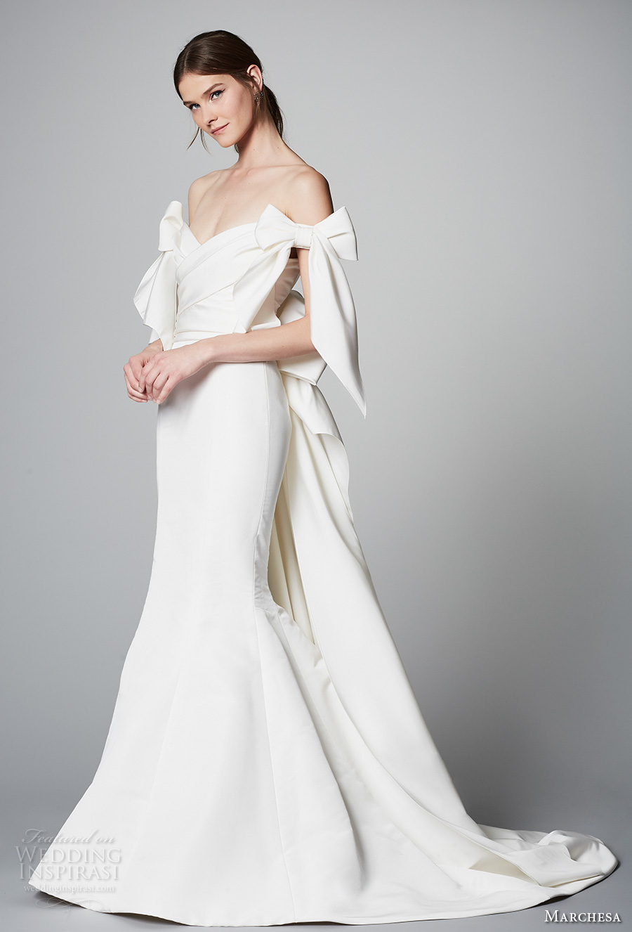 marchesa spring 2018 bridal off the shoulder v neck wrap over bodice simple clean elegant chic mermaid wedding dress open back ribbon chapel train (09) mv