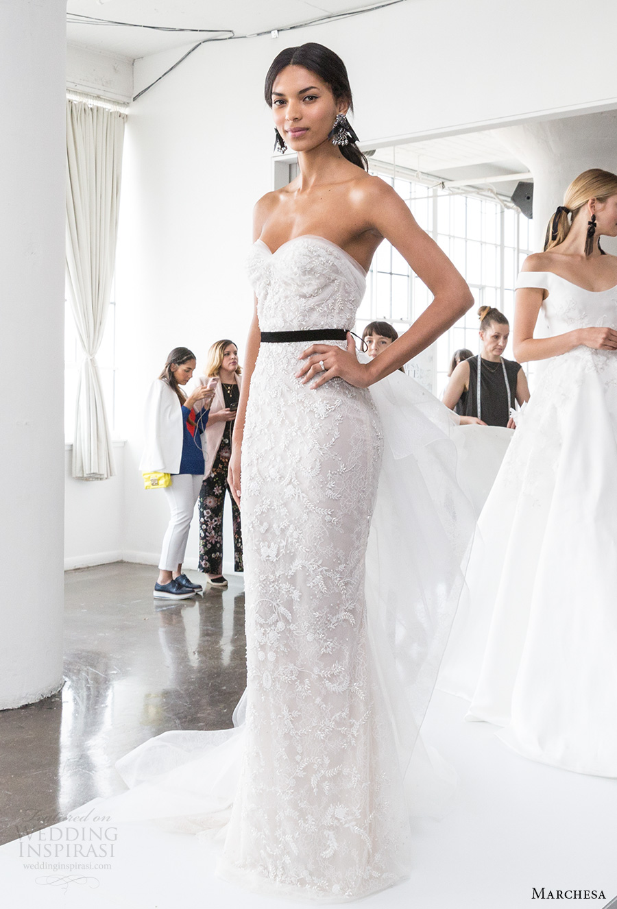 marchesa spring 2018 bridal strapless sweetheart neckline full embellishment elegant romantic sheath wedding dress sweep train (06) mv