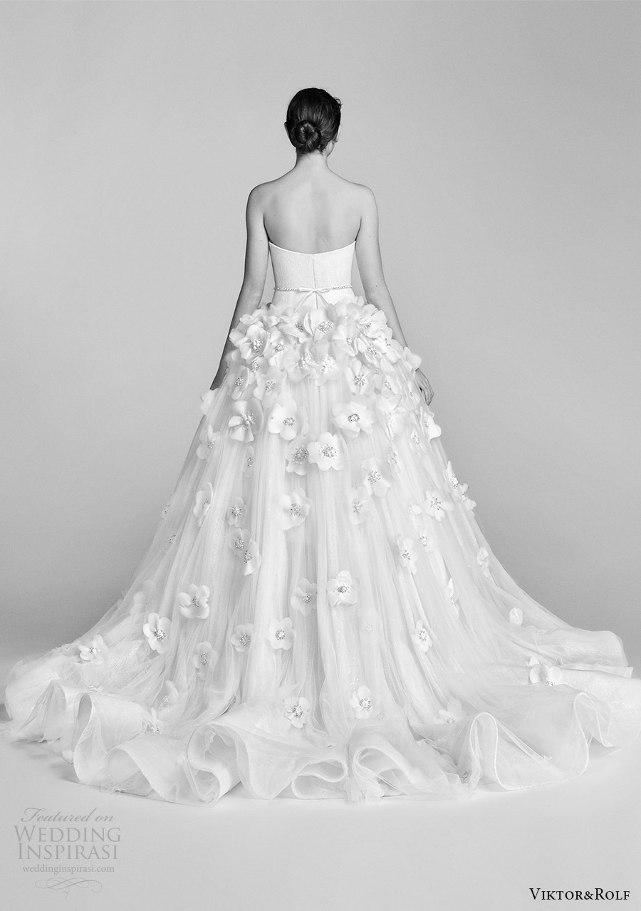 viktor and rolf spring 2018 bridal cap strapless sweetheart drop waist ball gown wedding dress embellished skirt (12) bv long train romantic