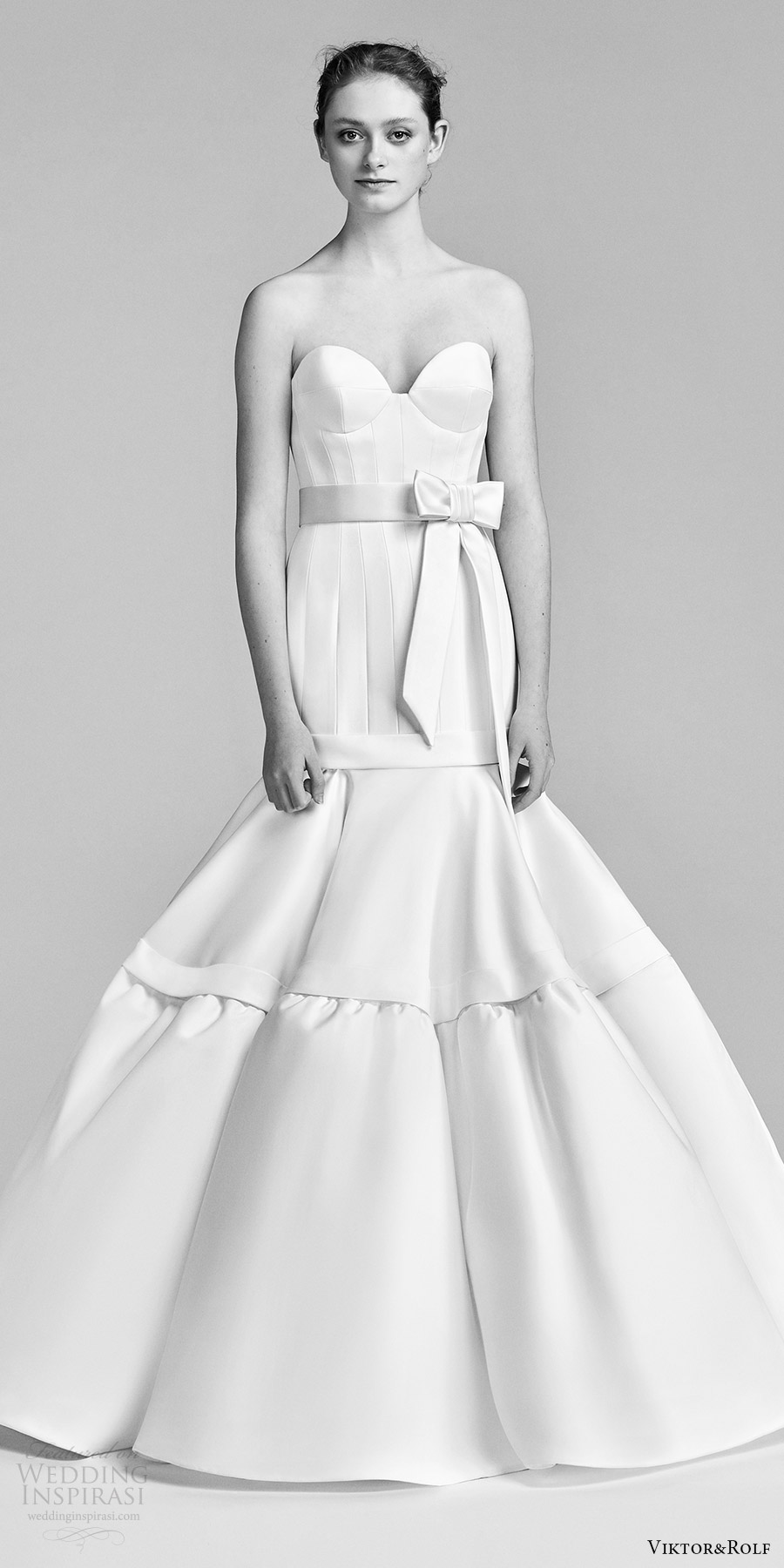 viktor and rolf spring 2018 bridal strapless sweetheart clean seamed bodice bow waist mermaid wedding dress (24) mv modern