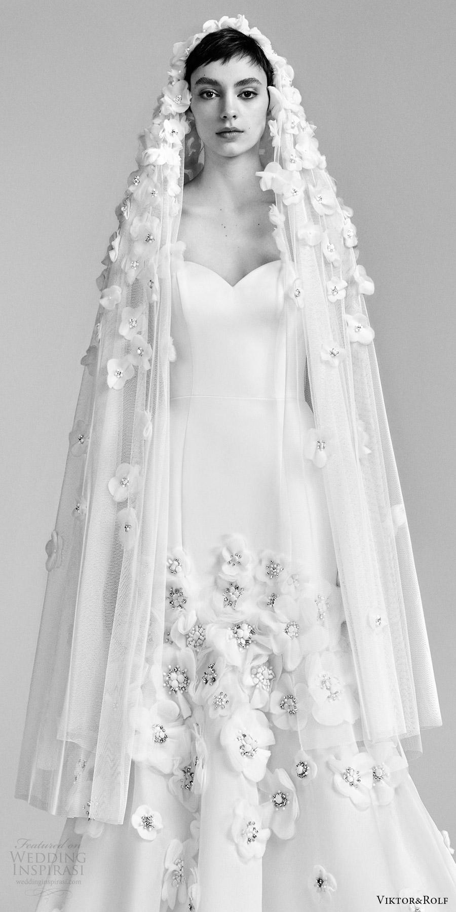 viktor and rolf spring 2018 bridal strapless sweetheart flower embellished skirt fit flare mermaid wedding dress (23) zv romantic modern
