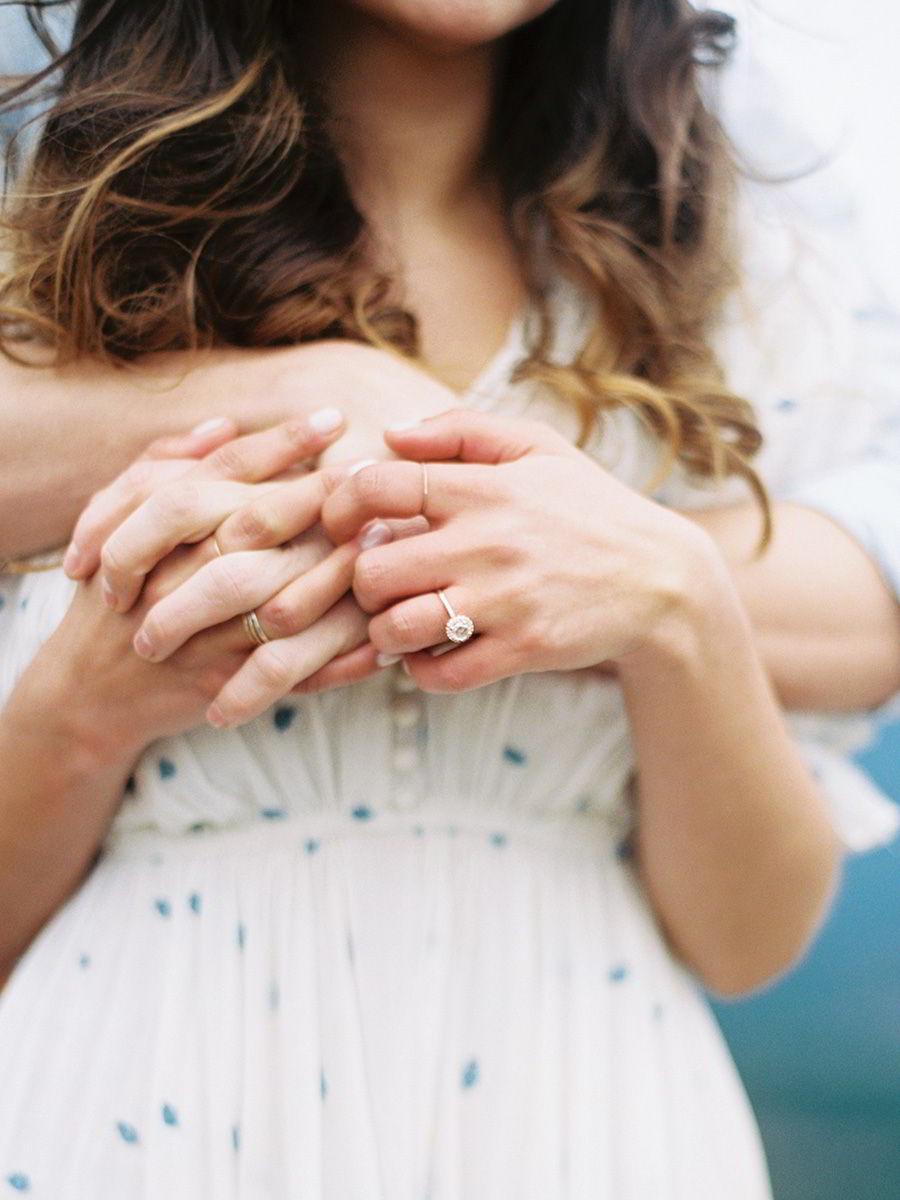 jewelers mutual jewelry insurance engagement ring protection tips couple hug honeymoon travel pro tips