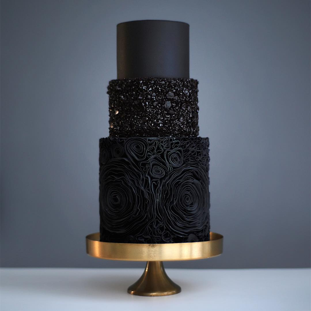 black 3 tier wedding cake (15) mv