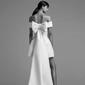 viktor and rolf fall 2018 bridal collection featured beautiful modern wedding dress 1000