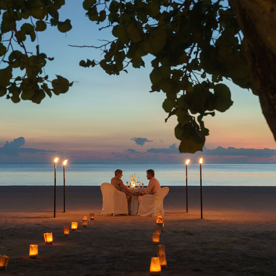 apple vacations romantic canlde lit dinner on the beach couples resorts