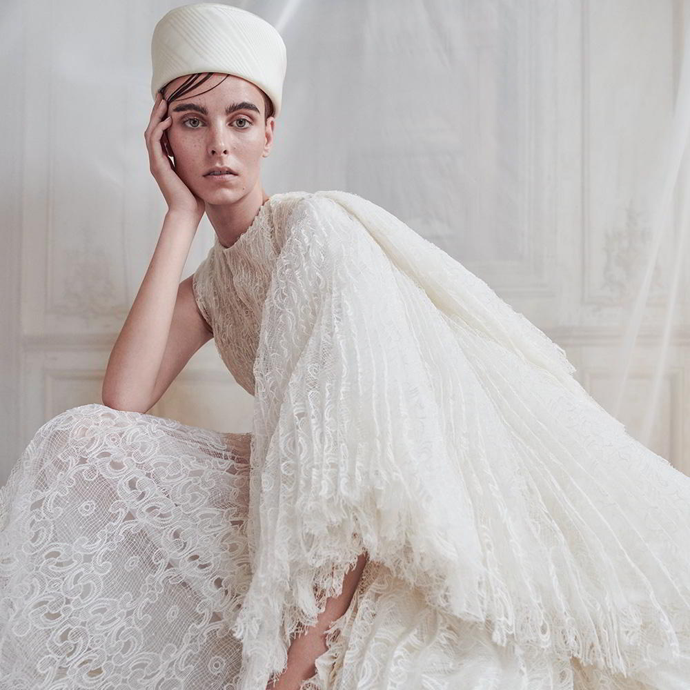 Wedding inspirasi wedding dresses cakes bridal for Wedding dress travel case