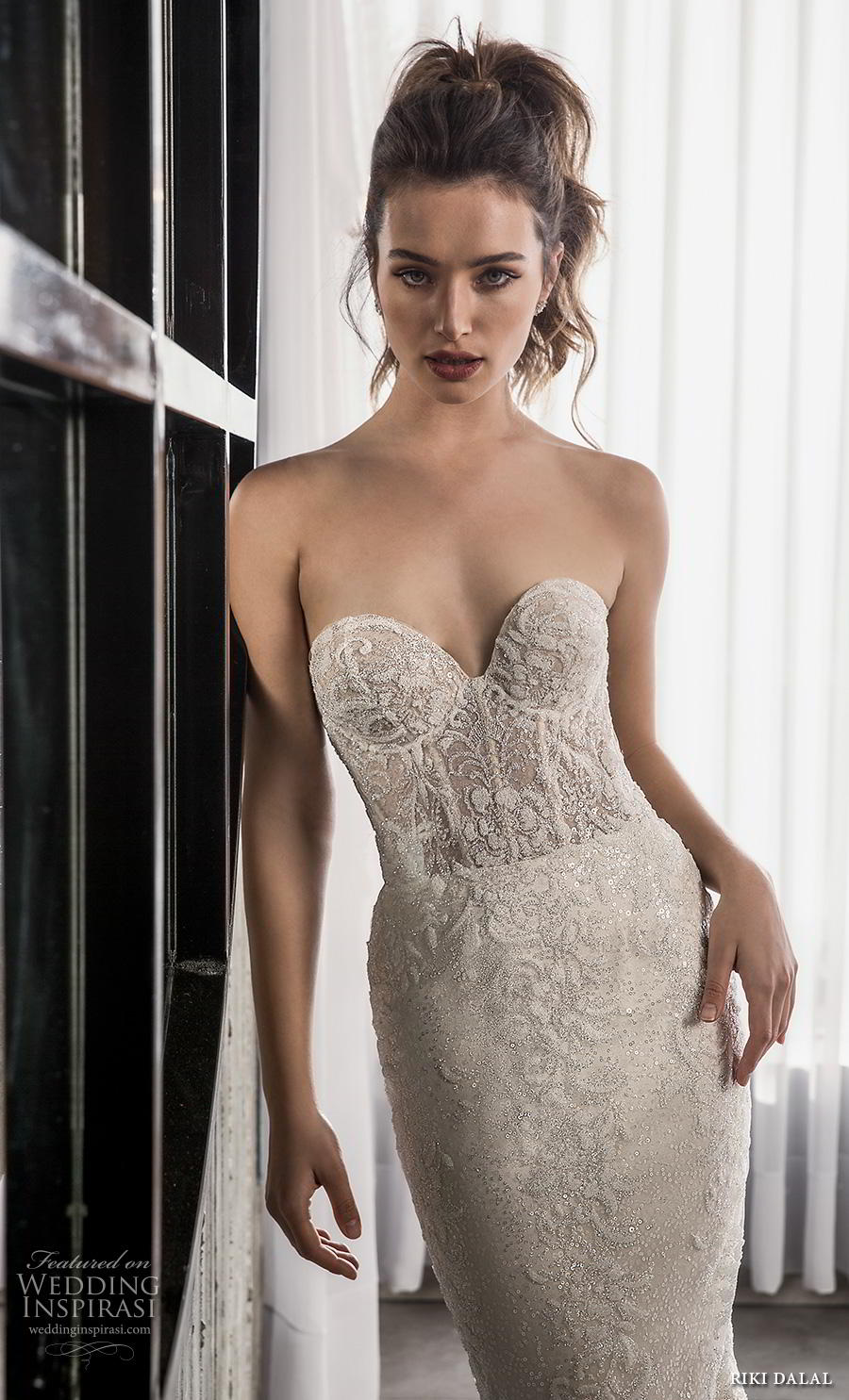 riki dalal 2018 glamour bridal strapless sweetheart neckline full embellishment bustier sexy elegant fit and flare wedding dress short train (12) zv
