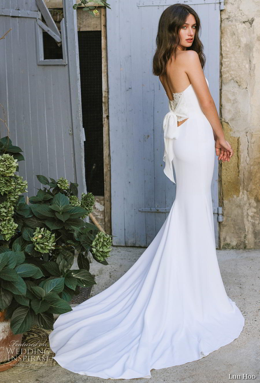 lihi hod 2019 bridal strapless sweetheart neckline simple minimalist elegant classic fit and flare wedding dress backless ribbon back chapel train (3) bv